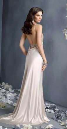 570808ac3f0 Вечерние платья с открытой спиной – создаем образ